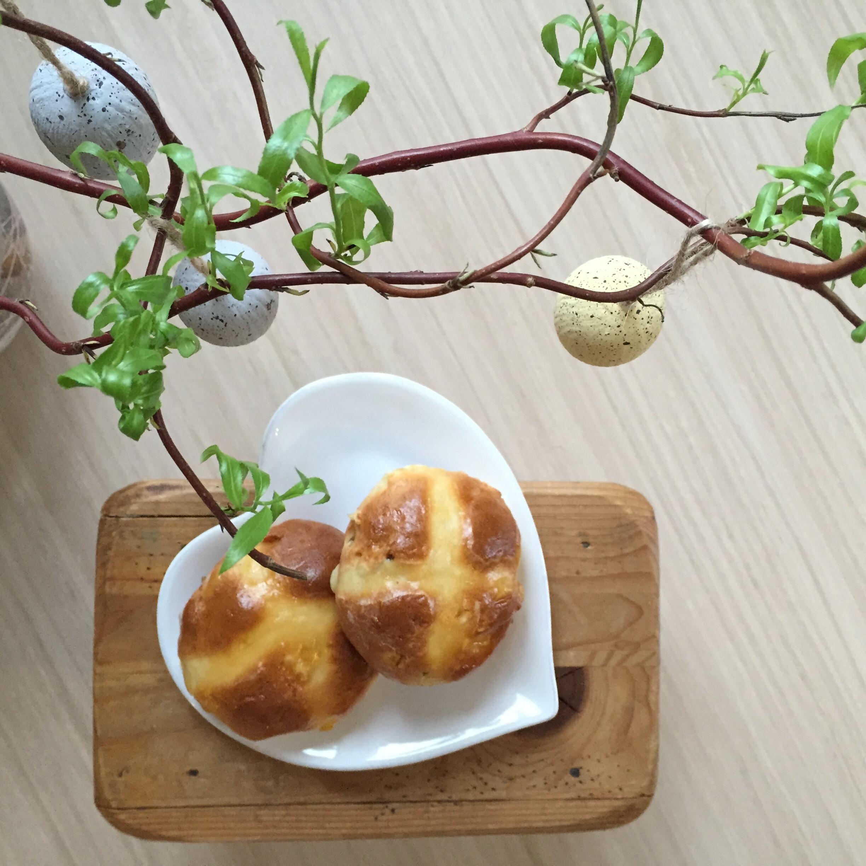 Hot Cross Buns - englische Osterbrötchen mit Rezept