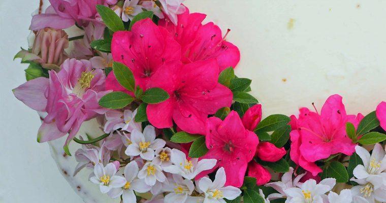 Königlicher Hochzeitskuchen für jeden Tag mit Zitrone und Holunderblütensirup