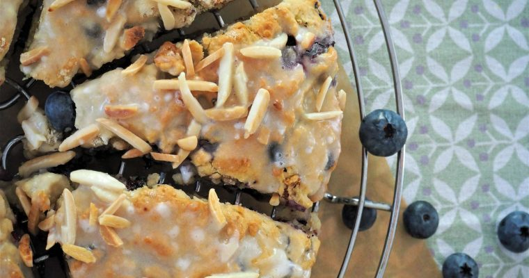 Sommerlich fruchtige Scones mit Blaubeeren und Kokosmilch backen