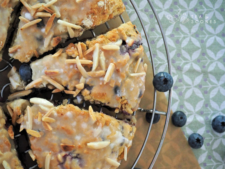 Sommerlich Scones mit Blaubeeren und Kokosmilch