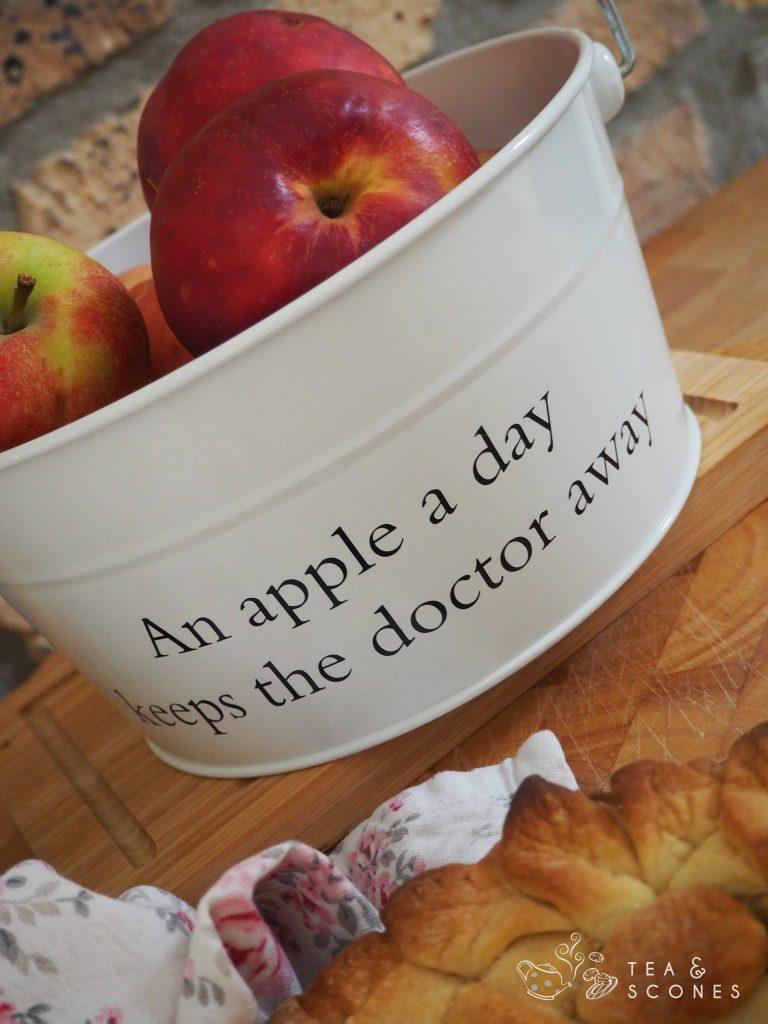 Eimer mit Äpfeln