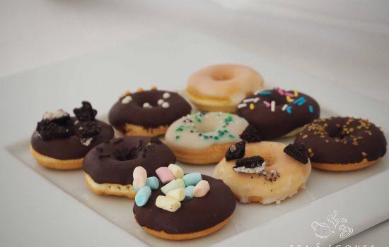 Mini Donuts mit Glasur und Kuvertüre