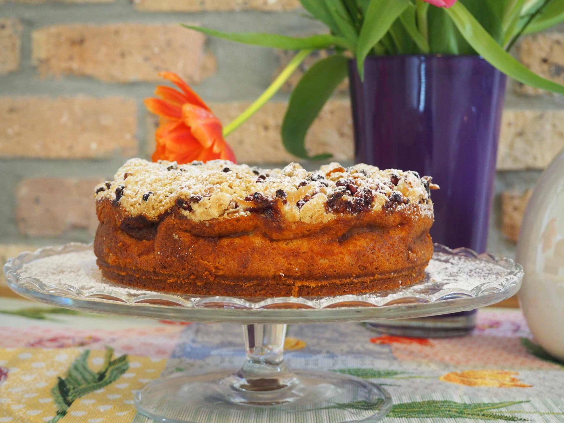 Ein Rezept für einen Apfelkuchen mit Granatapfel-Crumble-Topping