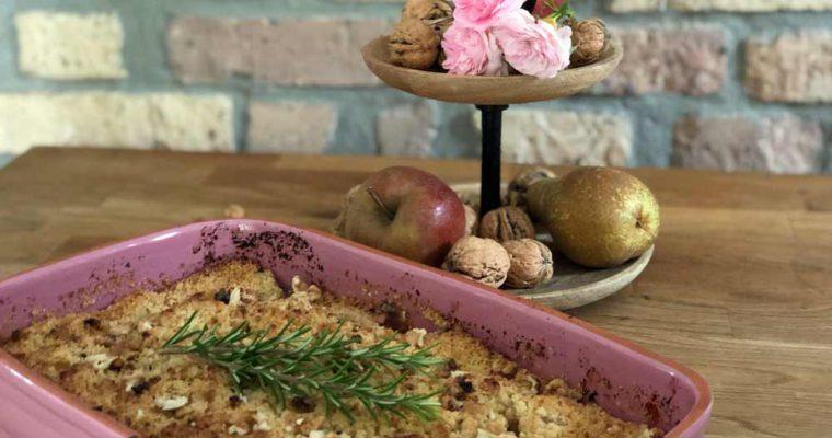 Rezept für Crumble mit Äpfeln, Birnen und Walnüssen