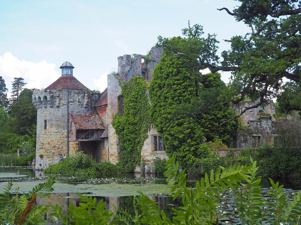 Gärten in Kent: Scotney Castle, eine Burg im Blütenmeer