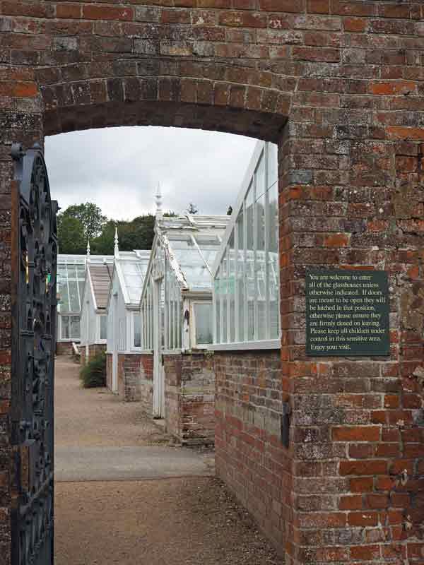 West Dean Gardens - Blick in die Glashäuser