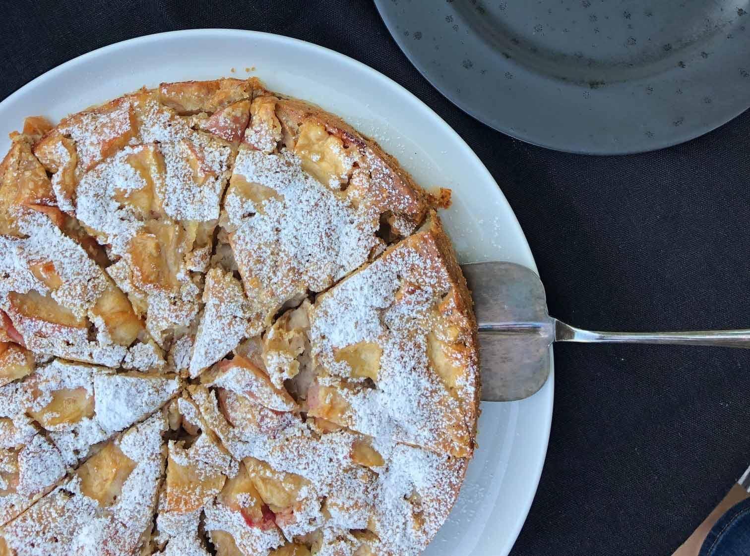 Garden Harvest Cake: Erntekuchen mit Äpfeln und Walnüssen