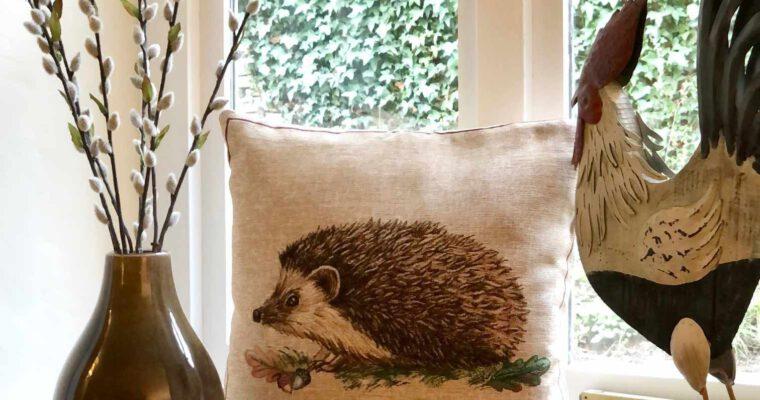 Englischer Landhausstil: Diese 10 Dinge gehören ins Wohnzimmer
